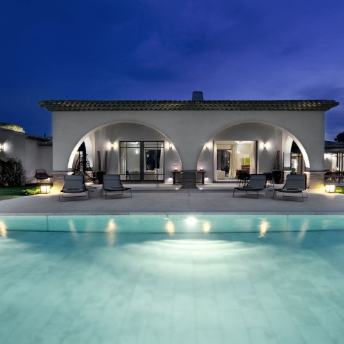 arched-pool-house-at-night