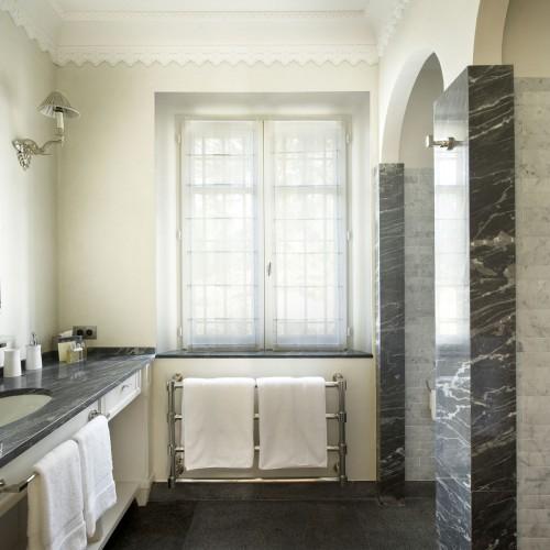 cool-marble-bathroom