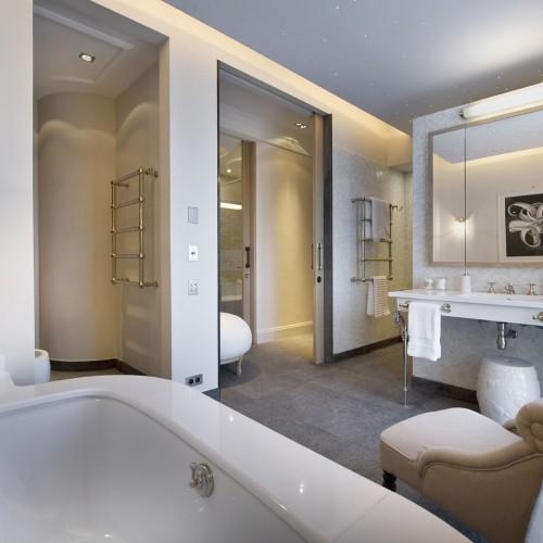 neutral-black-and-white-bathroom