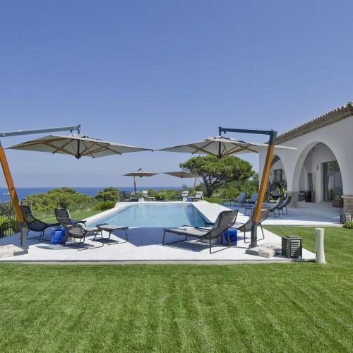 pool-overlooking-ocean