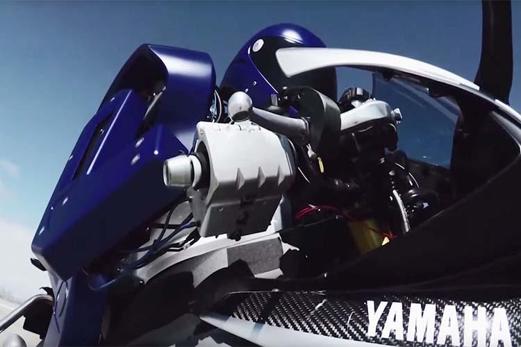 تصویر از ویدئو ربات MotoBot موتور سوار  یاماها و تلاش برای شرکت در مسابقات MotoGP