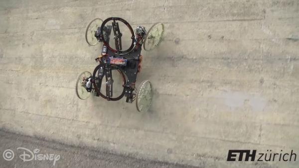 تصویر از آیا ربات میتواند از دیوار راست بالا برود؟